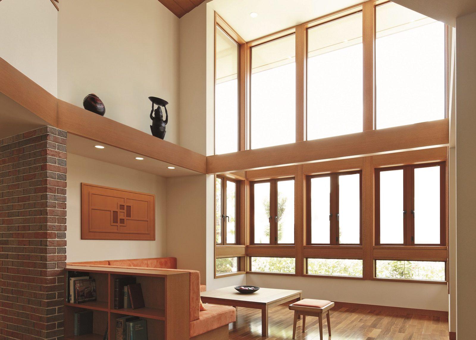 吹抜けの大きな採光窓のあるリビング(キーストーン)オーガニックハウス北九州