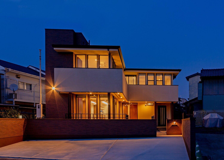 北九州の高級デザイン住宅新築外観スタイル夕景オーガニックハウスアザレア