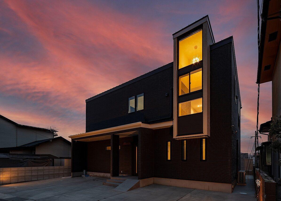 北九州デザイン住宅外観シンプルブラック夕景オーガニックハウス